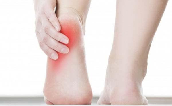 đau gót chân có nguy hiểm không