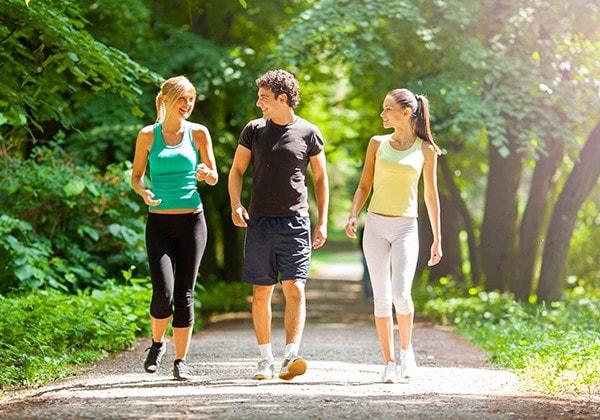 chạy bộ buổi sáng có giảm cân không
