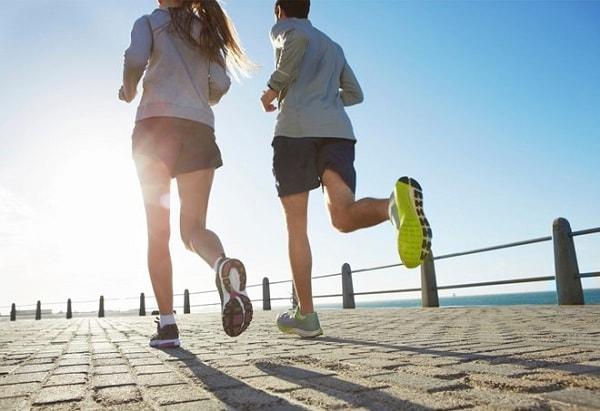 chạy bộ buổi sáng có giúp giảm cân