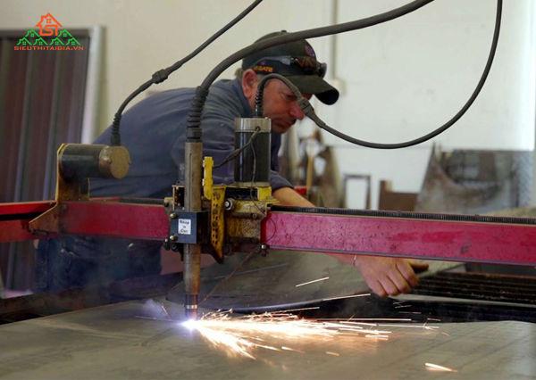 vận hành máy cắt laser