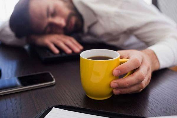 tại sao uống trà lại mất ngủ