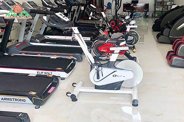 Khu vực trưng bày xe đạp tập tại cửa hàng
