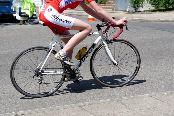 Đạp xe có to chân không