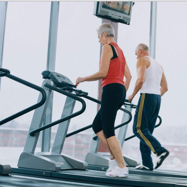 Máy chạy bộ loại nào tốt phù hợp với người già?