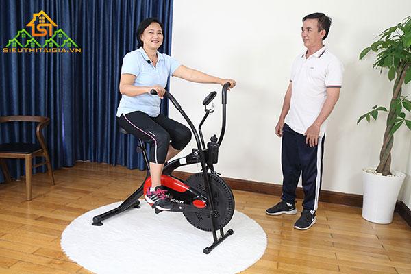 xe đạp tập thể dục người già
