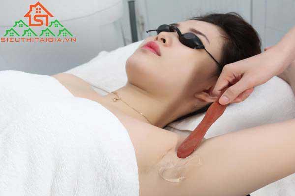 chăm sóc vùng da dưới cánh tay