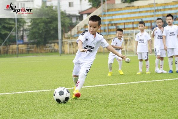 huấn luyện viên bóng đá trẻ em