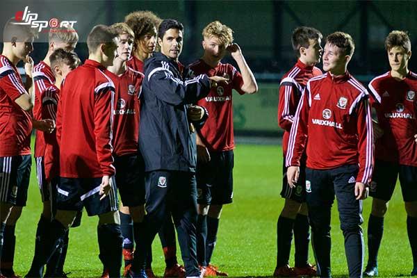 huấn luyện viên bóng đá 7 người