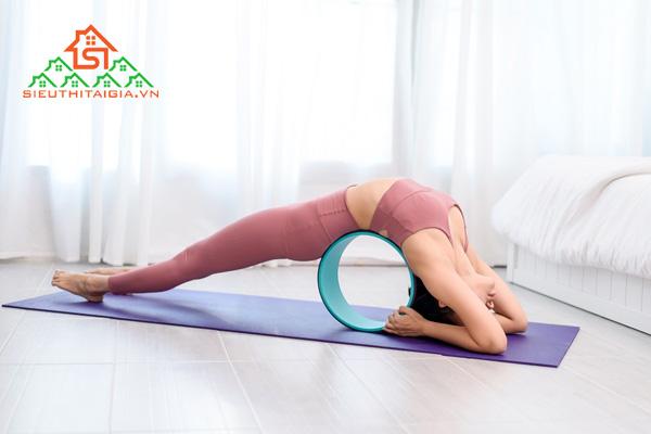 Tập yoga bị chóng mặt buồn nôn