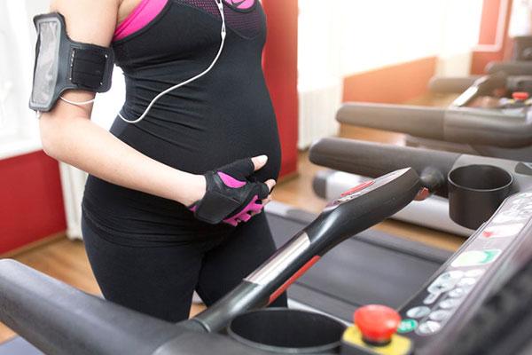 Phụ nữ mang thai có nên sử dụng máy chạy bộ tại nhà không?