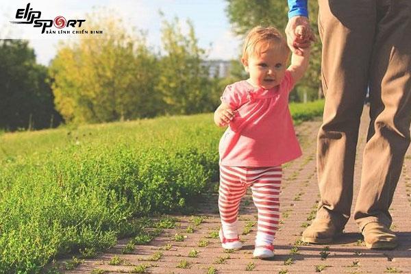 trẻ em có nên đi bộ