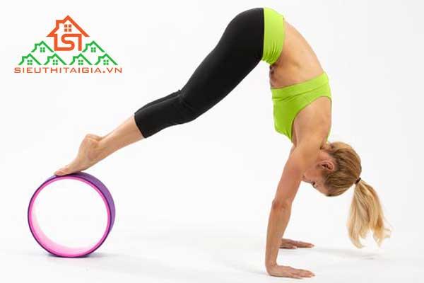 Tập yoga với vòng