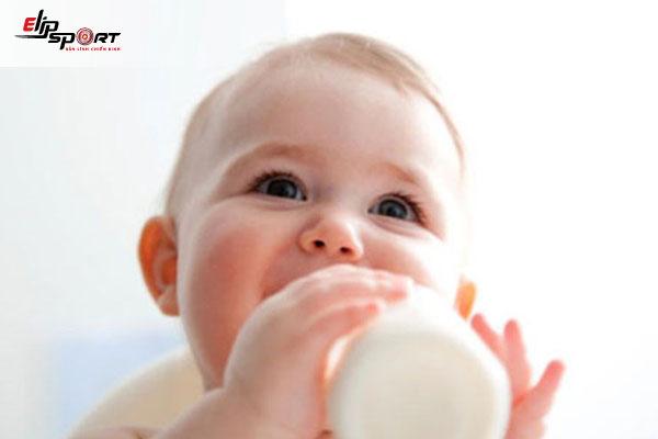 sữa nào giúp bé tăng cân không bị táo bón