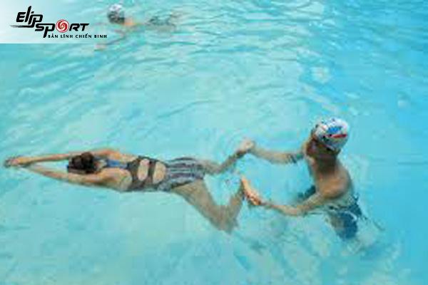 tập chân bơi sải