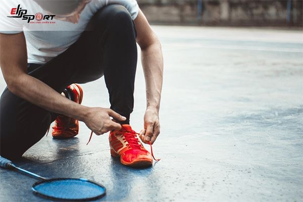 cách chọn giày chơi cầu lông
