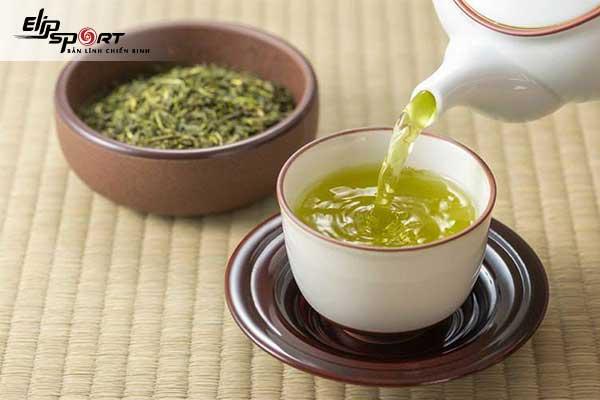 Uống trà xanh vào buổi sáng giúp giảm cân hiệu quả