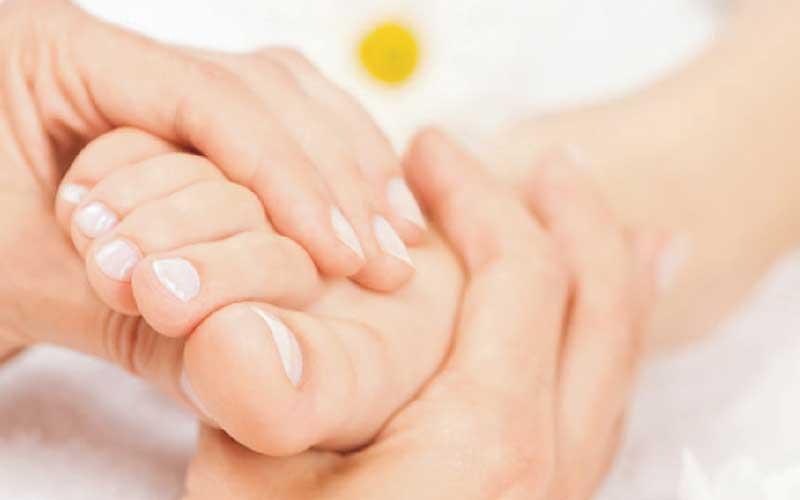 Cách massage chân chữa bệnh