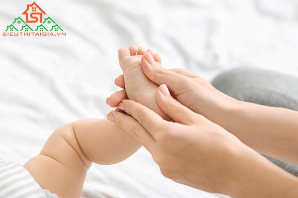 Cách massage cho trẻ sơ sinh giúp xương của trẻ khỏe mạnh hơn - ảnh 2