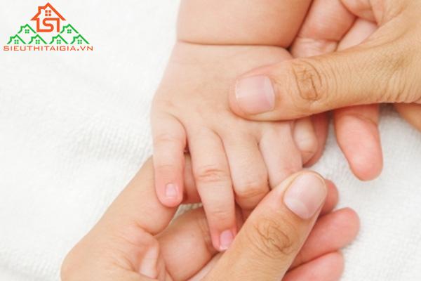 Cách massage cho trẻ sơ sinh giúp xương của trẻ khỏe mạnh hơn - ảnh 3