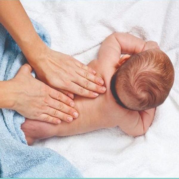Cách massage cho trẻ sơ sinh giúp xương của trẻ khỏe mạnh hơn - ảnh 4