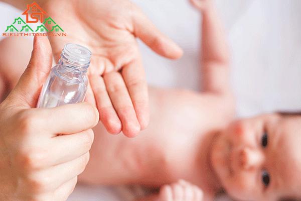 Cách massage lưng cho trẻ sơ sinh tại nhà đúng cách - ảnh 4