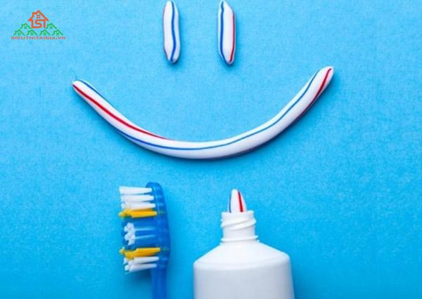 tác dụng của kem đánh răng bôi lên mặt