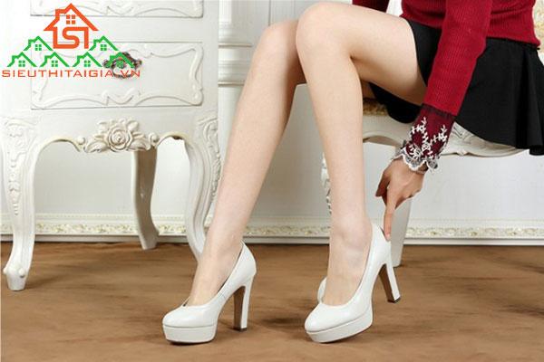 chân to đi giày cao gót gì
