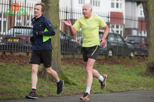 người cao tuổi có nên chạy bộ không