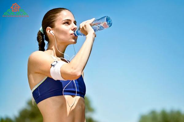 Các loại nước uống thể thao nào có đặc điểm và tác dụng gì?