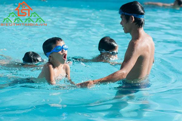 cách thả lỏng cơ thể khi bơi
