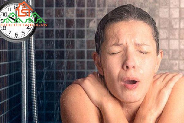 ốm có nên tắm không