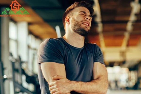 Tay không duỗi thẳng được sau khi tập gym là do đâu?