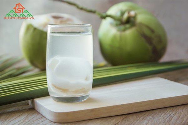 có kinh uống nước dừa được không