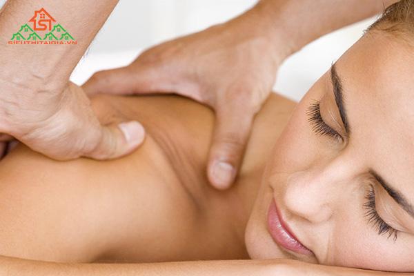 Cách massage lưng giúp thư giãn và giảm áp lực cột sống - ảnh 1