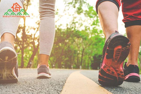 Đi bộ có bị to chân không? Cách đi bộ đúng là như thế nào?