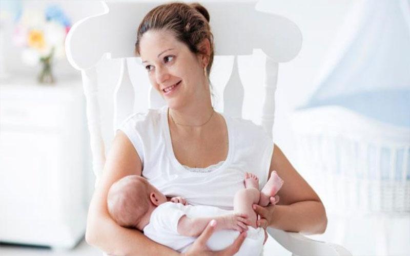 cách cai sữa mẹ cho bé