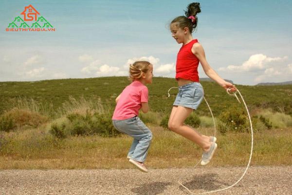 trẻ em nhảy dây có tốt không