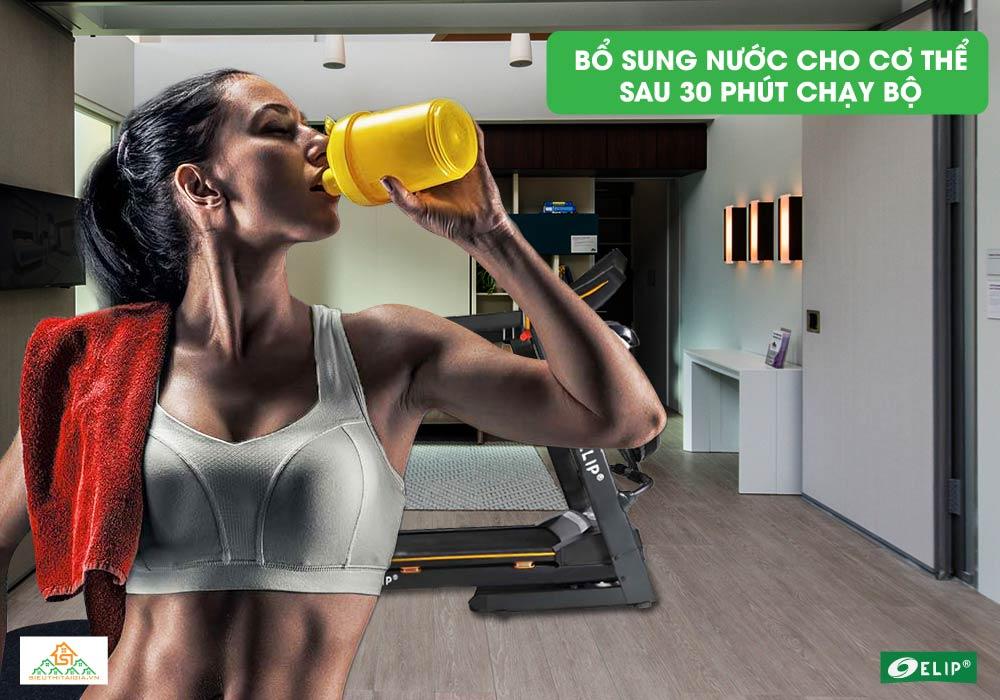 bổ sung nước cho cơ thể sau 30p chạy bộ